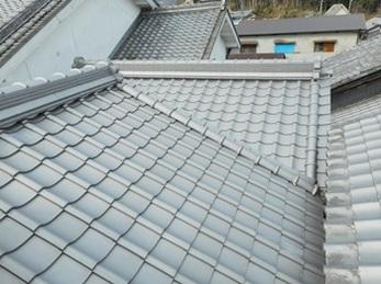 見違えるように綺麗になった屋根に大満足です。