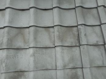 たったの一日で、屋根裏の換気のため換気部材を設置できます。