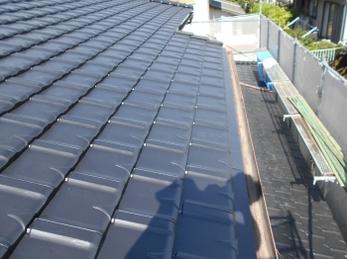 今後修理の必要がないよう、葺き替えによって綺麗な屋根に生まれ変わりました